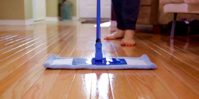 Como limpiar un suelo de madera interesting cmo encerar for Cambiar el suelo de un piso
