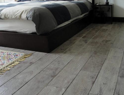 3 razones para elegir un piso de madera gris